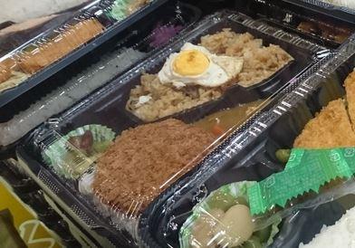 そばめし&目玉焼き&メンチカツ&カレー弁当