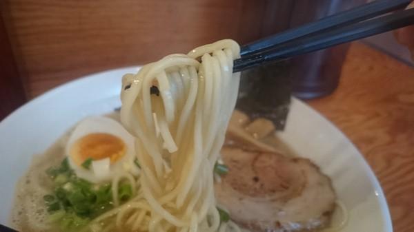 富士らーめんの中太ストレート麺