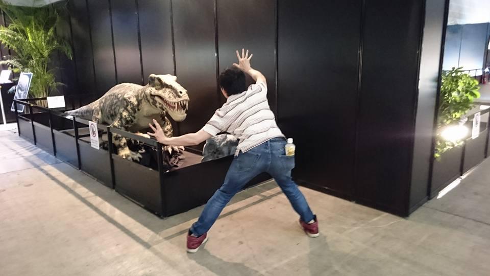 恐竜と戦う
