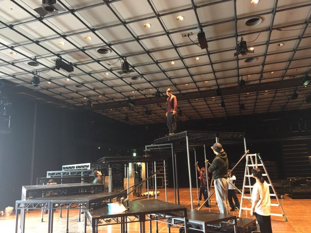 螺旋と蜘蛛、KAAT小中スタジオでの舞台組み
