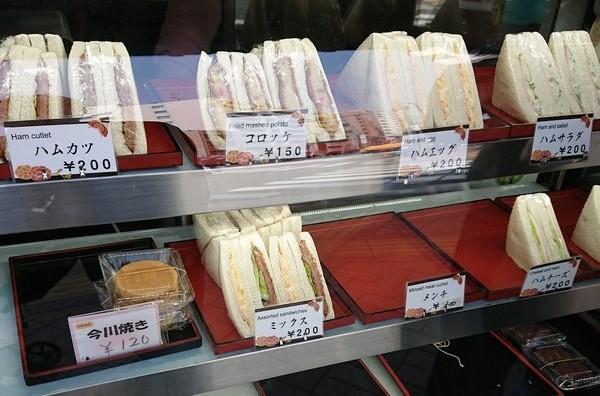 明るい農村のサンドイッチ