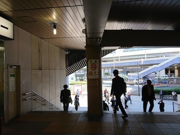 浅草口から上野駅の外へ出る