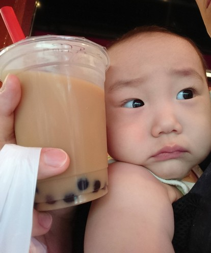 我が子と浅草タピオカミルクティー