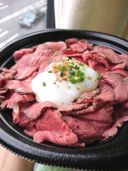 ロースとビーフ丼1200円