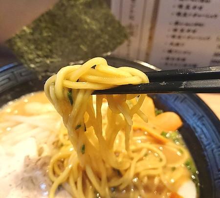 ラーメン渡邉の中太麺