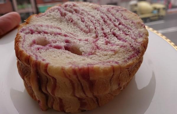 ラウンド食パンお試しサイズの紫いも