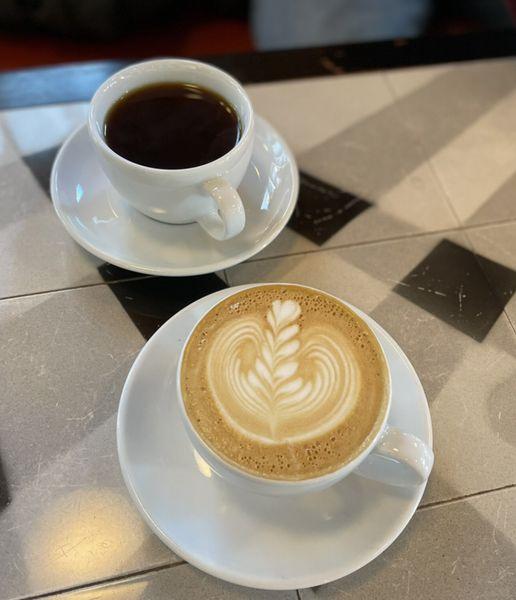 本日のコーヒーとカフェラテ