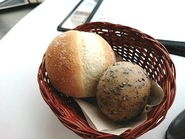 焼きたてパン2種