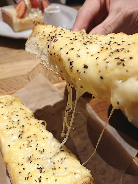 フェブラリーカフェのチーズトースト