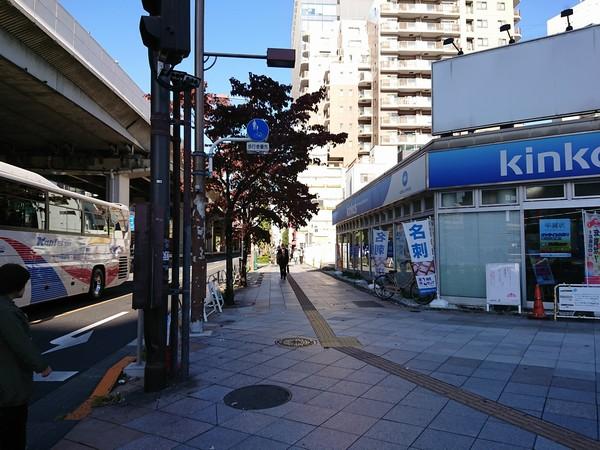 上野キンコーズから劇場のほうへ