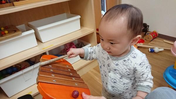 幼児と木琴