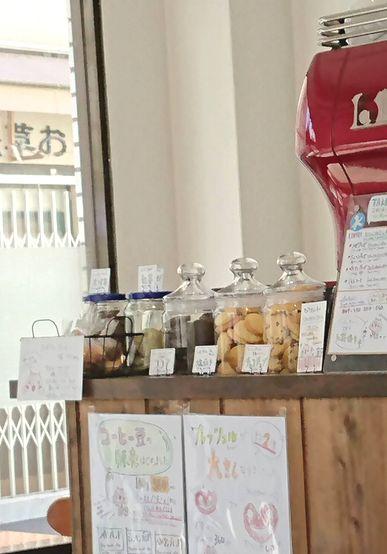 焼き菓子も豊富なカフェ