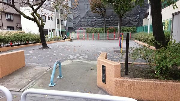 松が谷児童館横の公園