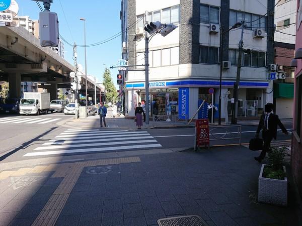 北上野一丁目の交差点で右に曲がって上野ストアハウスへ