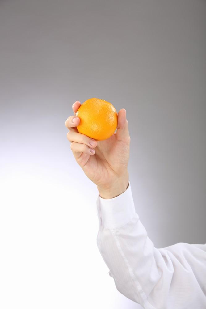 オレンジと男性手タレ