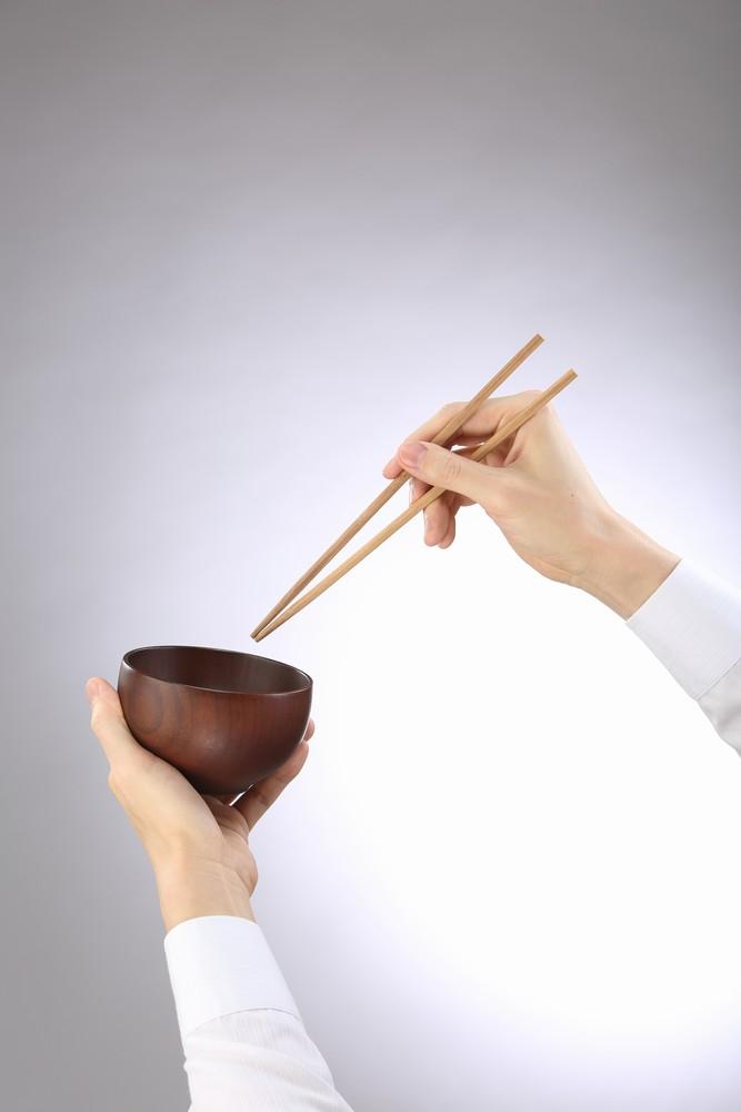 箸と茶碗を持つ手タレ