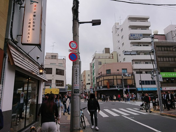 浅草のラーメン店凪がある交差点を真っ直ぐ進むルート