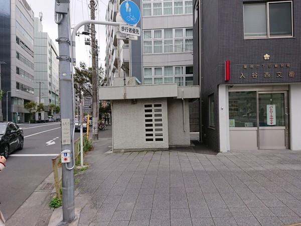 交番横の歩道