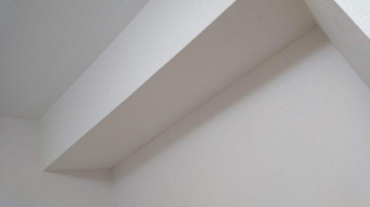 【ライフハック】剥がれた壁紙は100均アイテムで十分に直せる