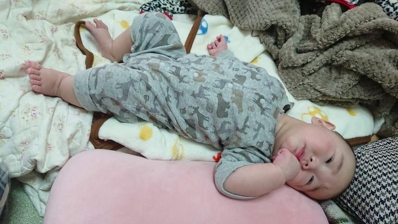 赤ん坊のセクシーポーズ