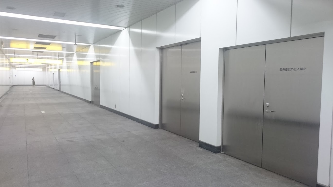 つくばエクスプレス浅草駅の改札階の謎の扉