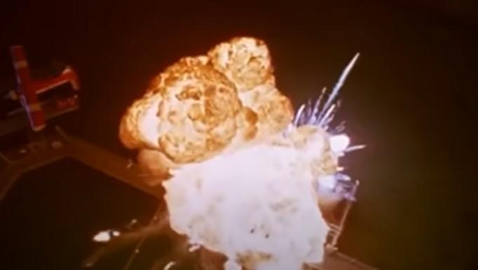 ヘリコプターの墜落で大爆発